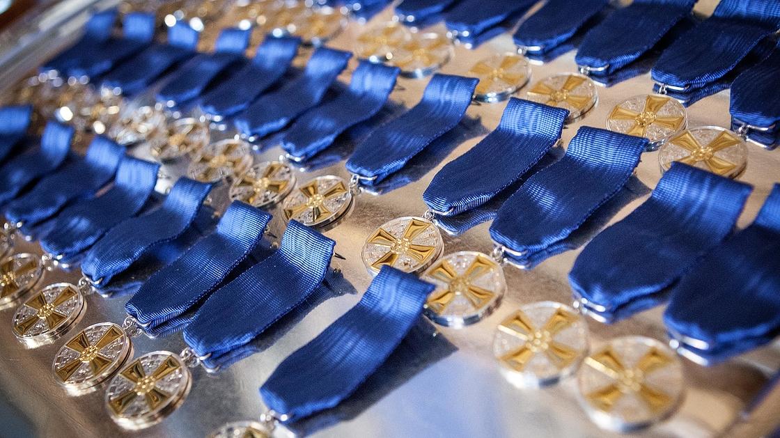 Suomen Valkoisen Ruusun 1 Luokan Mitali Kultaristein